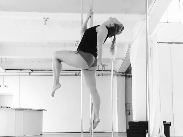 Aerial Dance Hood Ornament Variation. Jenny im Polestructions Studio.
