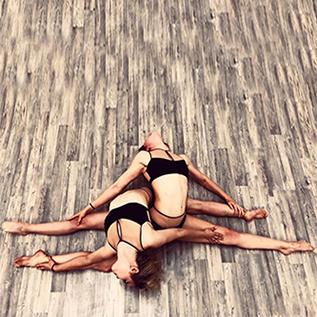 Stretching im Bonner Studio Polestructions